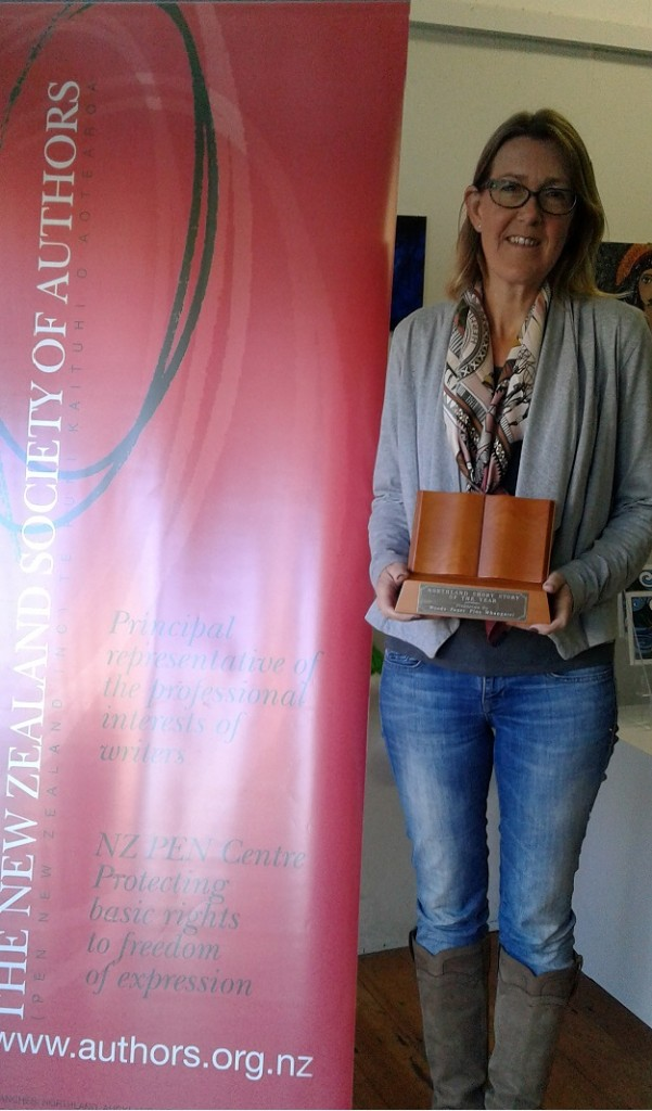 Sian Williams with Northland Flash Fiction trophy